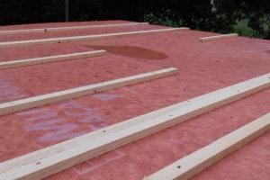 Fabrication mur ossature bois 1445/45 mm pour maison de plein pied.