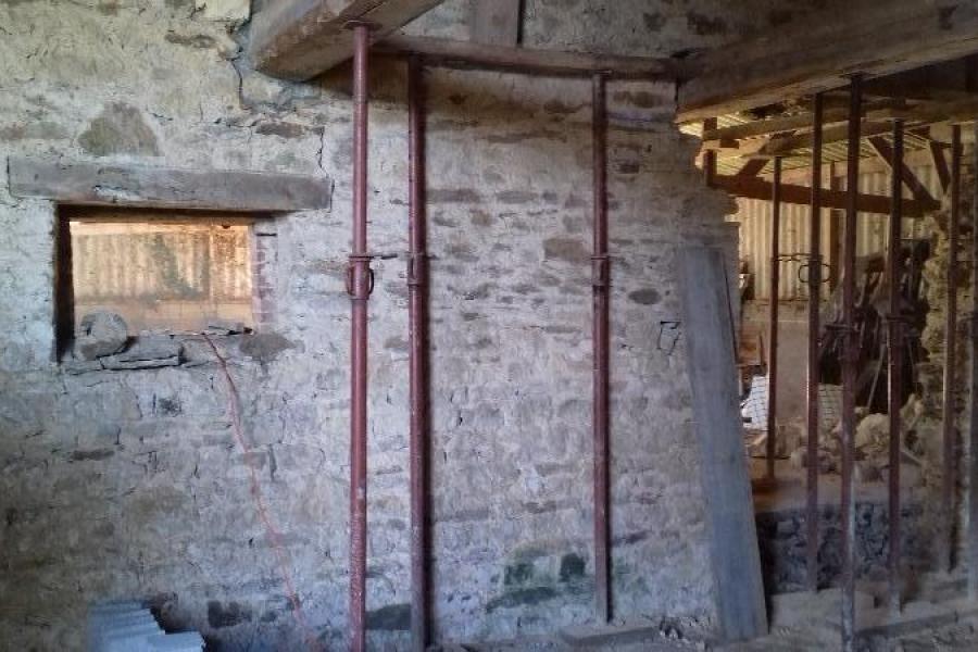 Aménagement  d'une pièce existante en alliant l' authenthique au moderne .