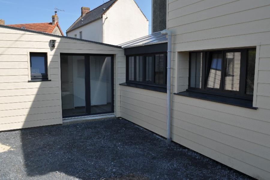 Tranformation d'une habitation vétuste en gite de grande capacité.
